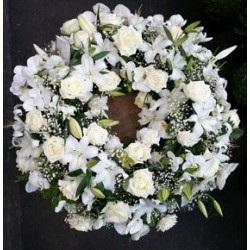 Couronnes de fleurs blanches