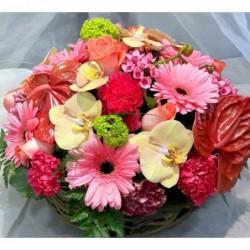 panier fleuri couleurs variées