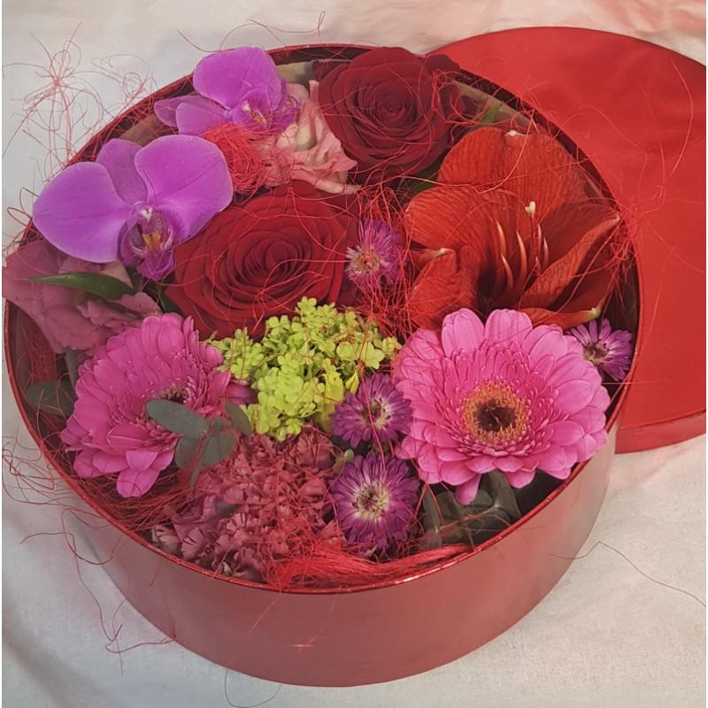 Boîte de fleurs rouge